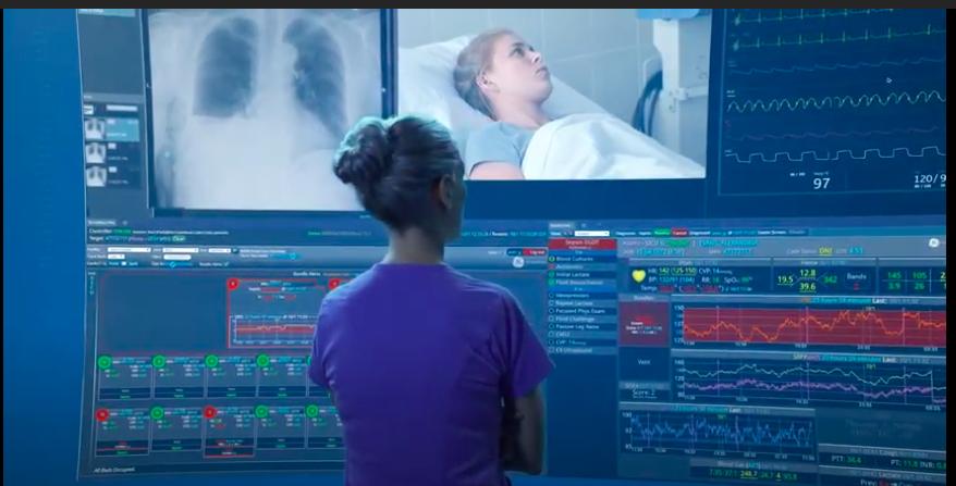 Personne qui utilise Mural Virtual Care