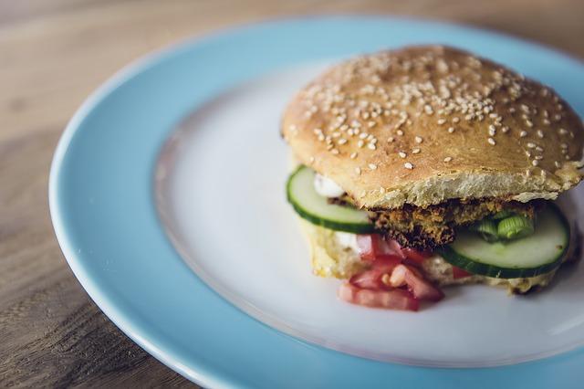 Les substituts de viande végétariens sont-ils vraiment plus sains ?
