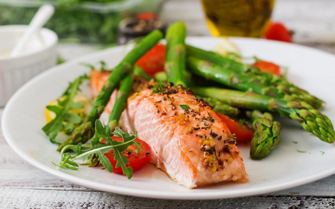 Le saumon fait-il grossir ? Est-il bon pour un régime ?