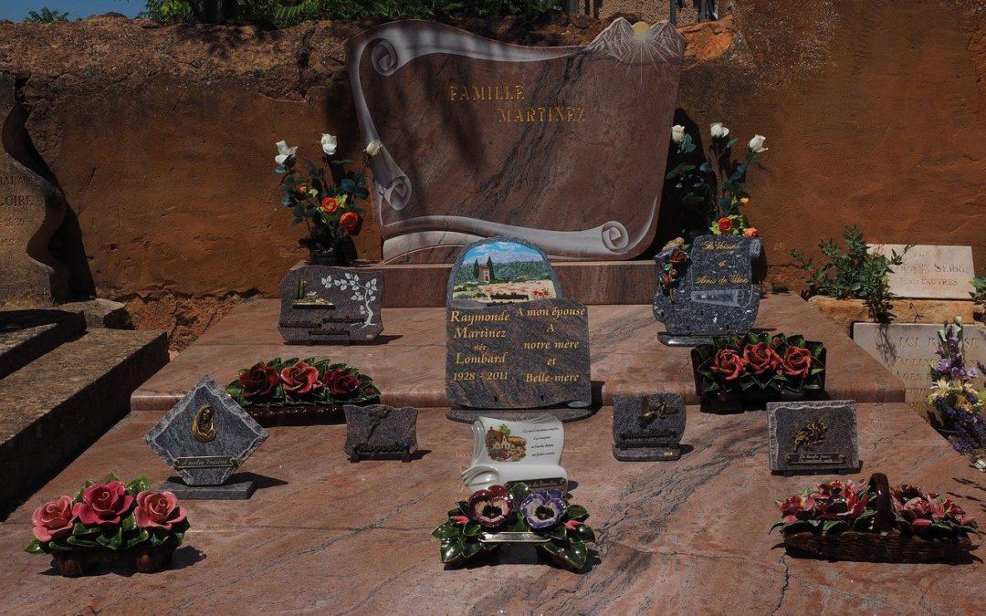 Pourquoi choisir une plaque funéraire personnalisée ?